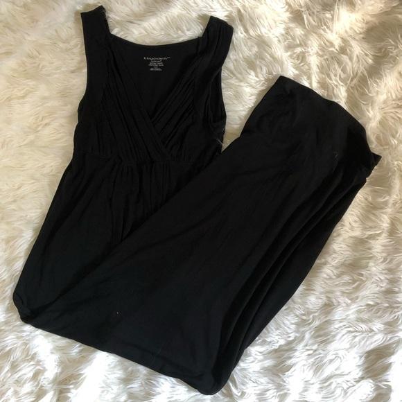 Liz Lange Dresses & Skirts - Black maternity/ nursing dress